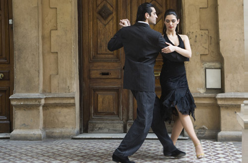 buenos-aires-couple-dancing.jpg