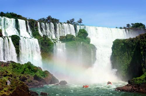 iguazu-falls-boats.jpg