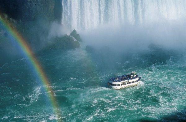maid_of_the_mist_niagara_falls.jpg