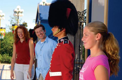 ottawa-tourism-family-guard.jpg
