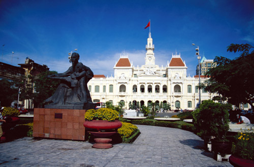 vietnam-statue-n-building.jpg